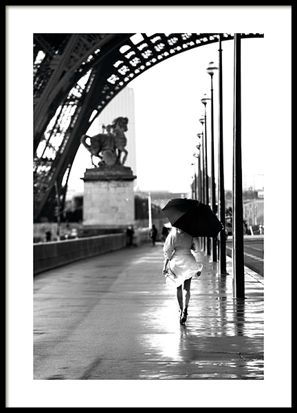 Walking in Paris Poster in the group Prints / Black & white at Desenio AB (11331)