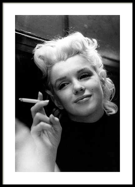 Marilyn Monroe Smoking Poster in the group Prints / Iconic photos at Desenio AB (11972)
