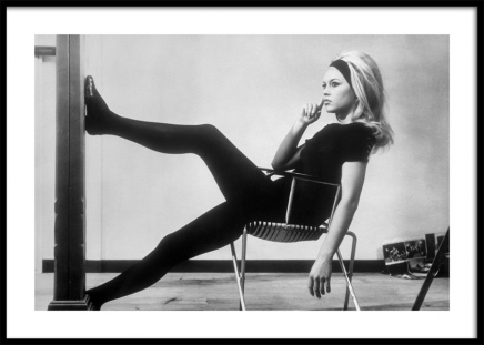 Brigitte Bardot Backstage Poster in the group Prints / Black & white at Desenio AB (11976)