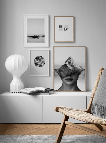 Timeless photo wall in black and white