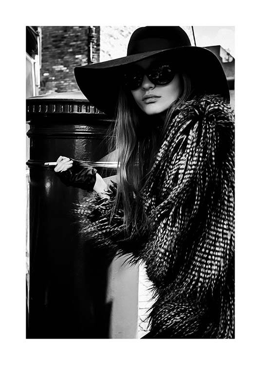 Lady In The Hat Poster / Black & white at Desenio AB (10163)