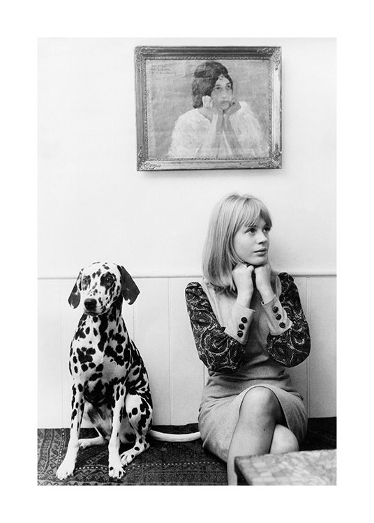 – Black and white photograph of Marianne Faithful next to a dalmatian