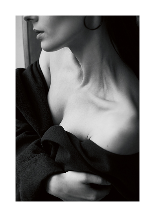 – Black and white photograph of a woman with her neck and shoulders bare