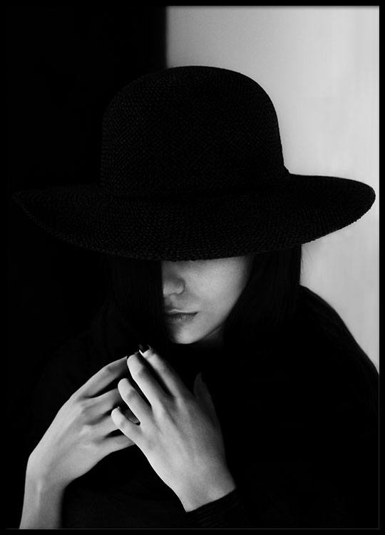 Girl with hat black and white