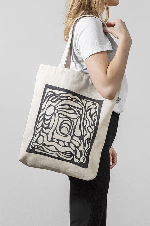 – Beige tote bag with an abstract illustration in black printed on the front