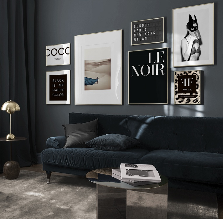 Inspiration living room in dark colours with large gallery wall